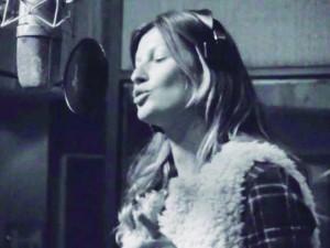 Gisele cantando
