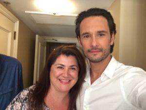 Esta colunista com o ator brasileiro.