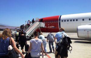 Agentes TSA rastreiam passageiros voos EUA Quiet Skies