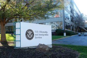 U.S. Citizenship and Immigration Services (USCIS) medida visto negado