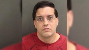 Agente de prisão é acusado de posse de pornografia infantil