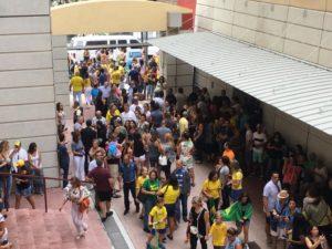 Mais de 34 mil brasileiros votam em Miami neste domingo; urnas fecham às 5pm