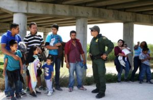Coiotes rádio imigrantes cidadania EUA