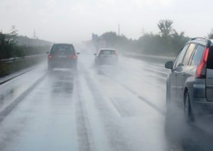 Chuva pesada traz queda de temperatura e enchentes para o sul da Flórida