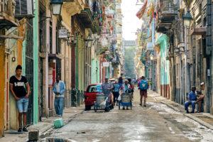 EUA proíbem americanos de viajar em grupo para Cuba.